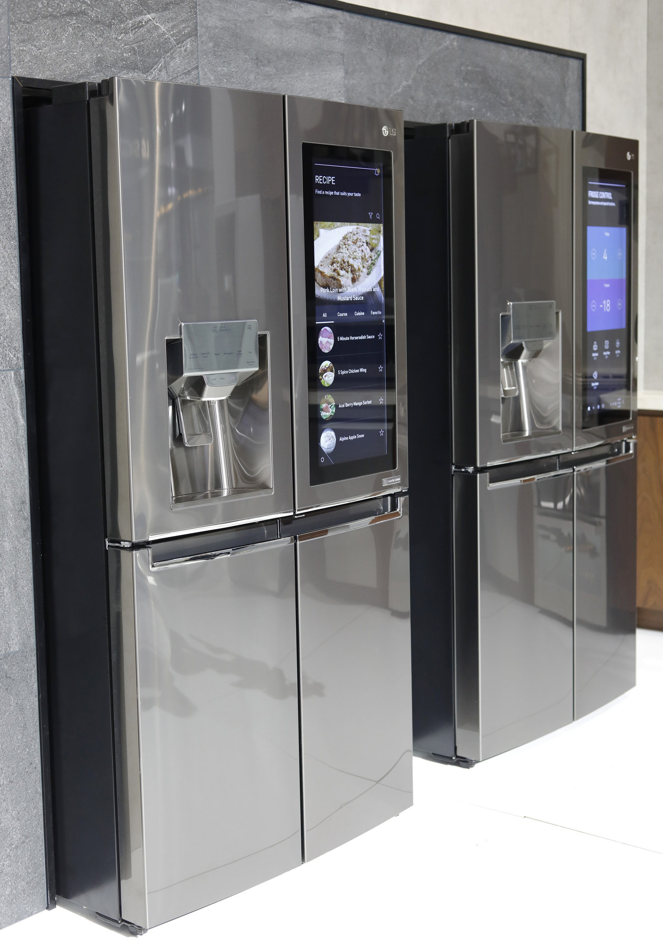Smart fridge LG InstaView ThinQ 1.jpg