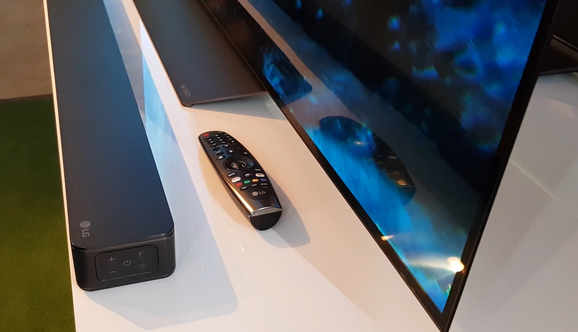 LG B8V Magic Remote.jpg